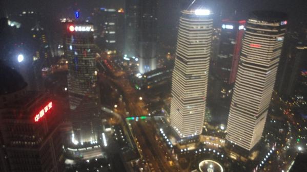 Shanghai vazut de sus, din restaurantul rotativ